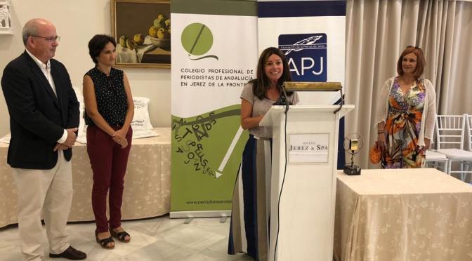 Ana Huguet recoge el VII Premio Juan Andrés García en un acto celebrado en el Hotel Jerez