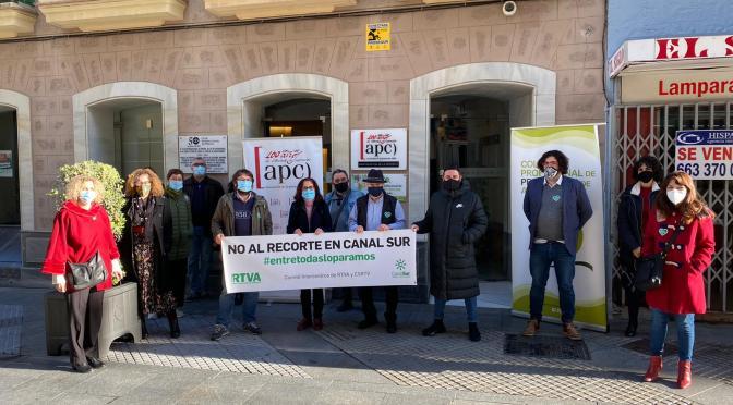 Colectivos de periodistas en Cádiz reclaman la paralización de los recortes en la RTVA